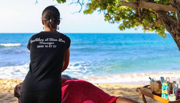 Massage sur la plage en Martinique